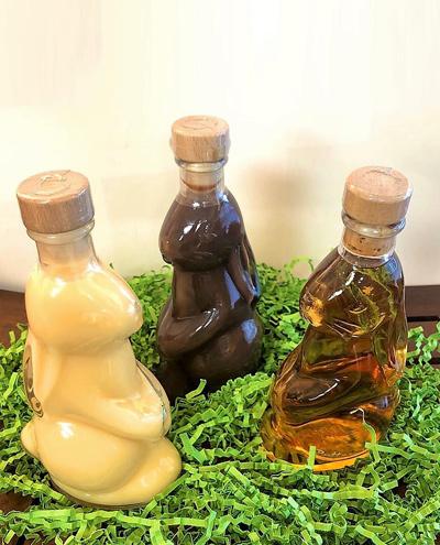Flaschen in Osterhasenform mit verschiedenen Befuellungen