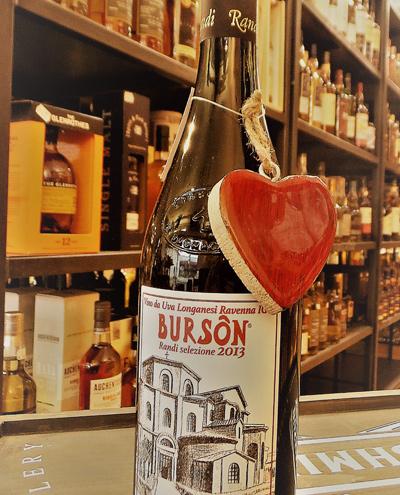 Flasche Wein mit Herzanhaenger